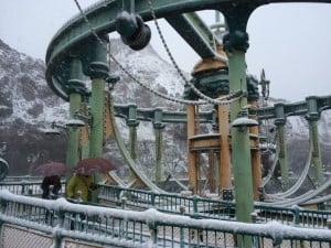 There was so much snow in Mysterious Island that Cast Members were telling guests to stay away from the sides to avoid falling snow.