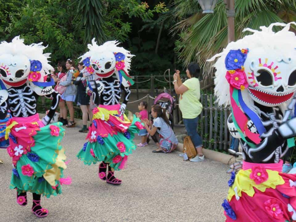 Skeleton Friends in Chip 'N' Dale's Skeleton Fiesta Dancers