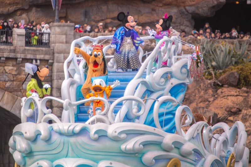 Mickey Minnie Pluto Goofy Donald Tokyo DisneySea New Years Greeting 2015 Duy Phan Photography