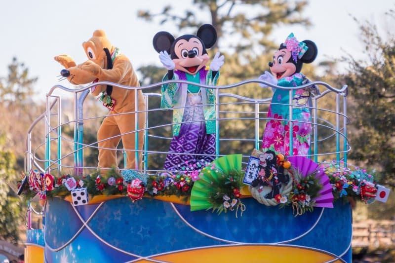 Pluto Mickey Minnie Tokyo Disneyland New Years Greeting 2015 Duy Phan Photography