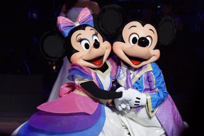 Valentine Nights 2015 Tokyo DisneySea TDR Explorer Mickey and Minnie Holding Hands