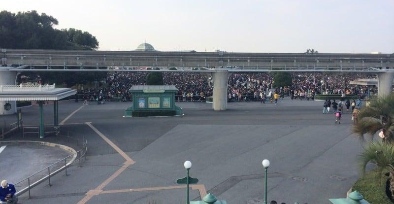 tokyo disney resort crowds weekends tdrexplorer