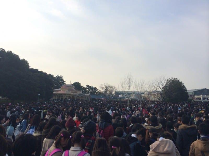 Tokyo Disneyland Weekend Crowds Entrance