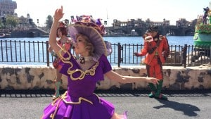 Fashionable Easter at Tokyo DisneySea American Waterfront Female Dancer Upclose