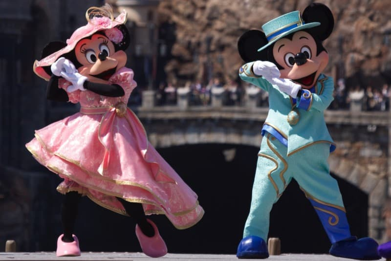 Fashionable Easter at Tokyo DisneySea Mickey and Minnie Upclose Dancing