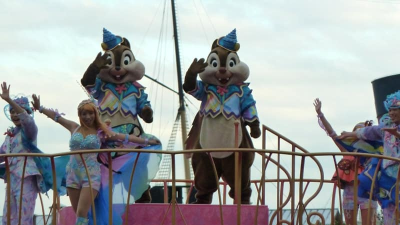 Chip & Dale Waving