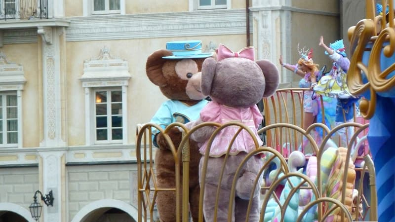Duffy and Shellie May Kiss