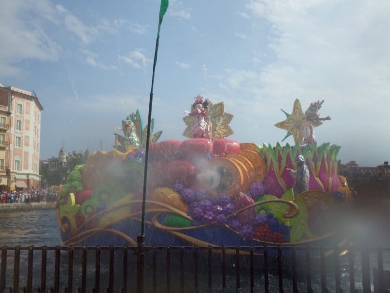 Minnies Tropical Splash at Tokyo DisneySea Soaking Wet