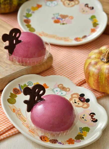 Grape and Cream Cheese Mousse Cake, with Souvenir Plate ¥880