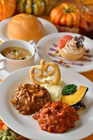 Special Set ¥1,940 Sausage and Vegetable Soup Double Hamburger Bread or Rice Grapefruit Tart with Maron Cream  Soft Drink Available at Plaza Pavilion Restaurant