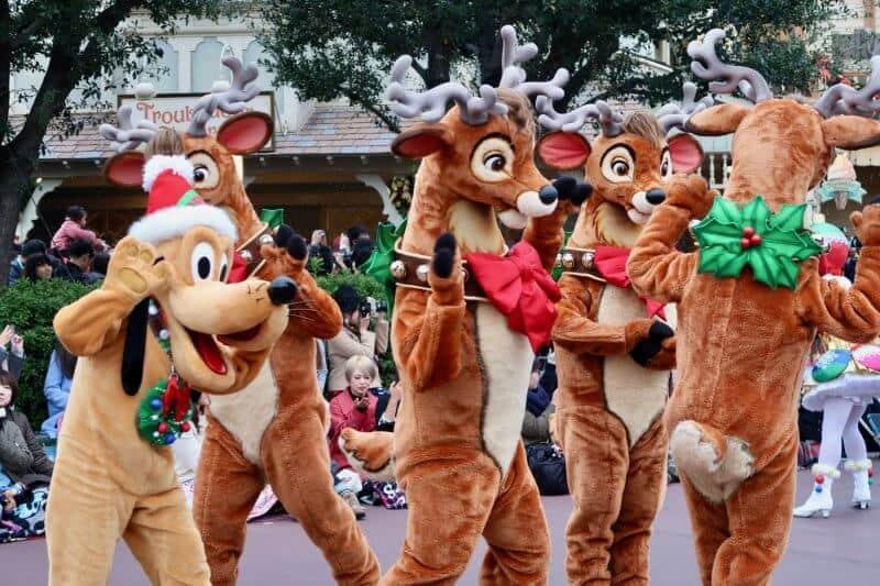pluto-and-reindeer-christmas-stories-tokyo-disneyland