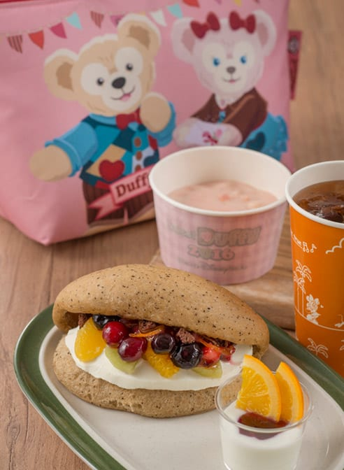 Special Fruit Sandwich Set with Lunch Case ¥2,110 Meal Only ¥1,150 Includes... Mix Fruit Sandwich Yogurt Seafood Chowder Soft Drink Available at New York Deli