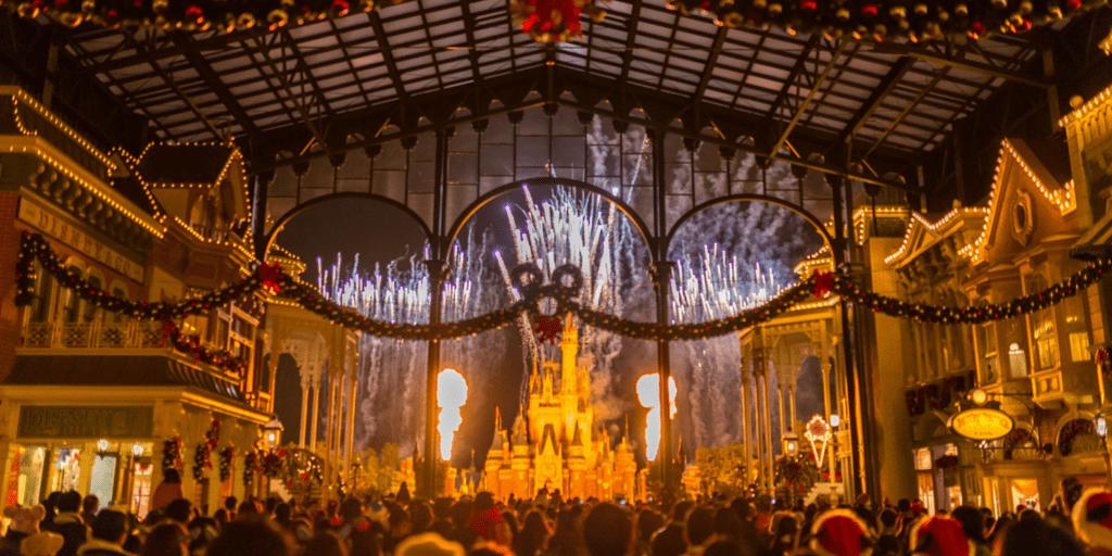 15 Beautiful Christmas Photos from Tokyo Disney Resort