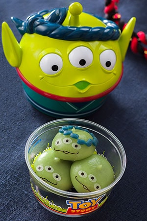 Little Green Men Dumplings, with Souvenir Case ¥880 Little Green Men Dumplings with Souvenir Case ¥360 Flavors include Black Honey Cream Strawberry Cream Chocolate Cream Available from the following locations The Event Booth Sweetheart Cafe Soft Landing Pan Galactic Pizza Port