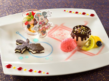 Minnie Mouse Dessert Medley ¥1,650 Available between 11.30 am - 11.00 pm at the Dreamers Lounge