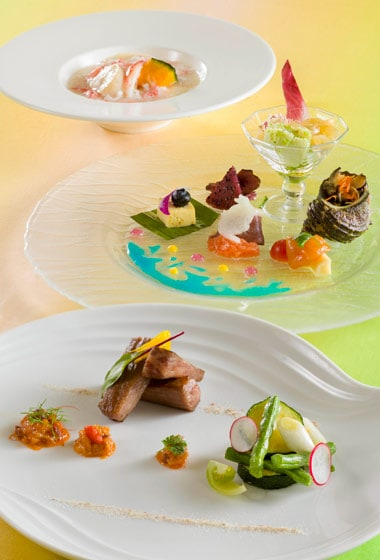 Silk Road Garden Lunch Course ¥9,260 Available between 5.00 pm - 10.00 pm at Silk Road Garden Please Note: Priority Seating is required
