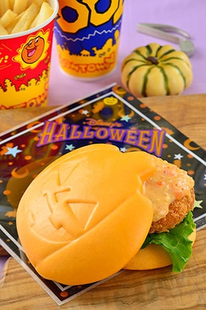 Good Time Cafe Special Set ¥990 Includes Pumpkin Shape Sandwich French Fries Soft Drink Available from Huey, Dewey, and Louie's Good Time Cafe Please Note: The Donald Burger will not be offered during this time.
