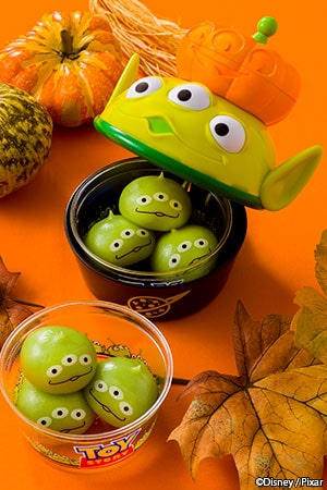 Little Green Men Dumplings, with a Souvenir Case ¥880 Little Green Men Dumplings only ¥360 (Chocolate Cream, Strawberry Cream and Custard Cream Available from the following locations Event Booth Sweetheart Cafe Pan Galactic Pizza Port
