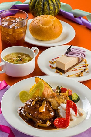 Plaza Pavilion Special Set ¥1,940 Includes Vegetable and Sausage Soup Combination Plate (Hamburger in a Demi-Glace Sauce and Chicken with a Lemon Cream Sauce) Bread or Rice Mousse Cake Soft Drink Available from the Plaza Pavilion Restaurant