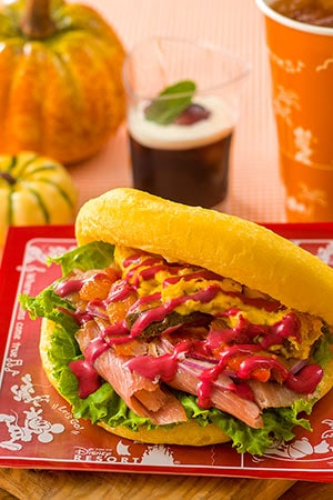 Sweetheart Cafe Special Set Meal Only ¥990 With Souvenir Lunch Case ¥ 1,860 Includes Ham and Pumpkin Salad Sandwich Grape Jelly Soft Drink Available from Sweetheart Cafe