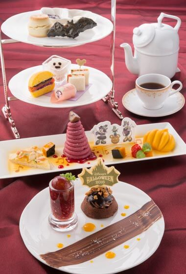 Disney's Halloween Afternoon Tea Set ¥3,400 (Please Note: Afternoon Tea Set is only available between the hours of 12.00 pm – 5.00 pm)