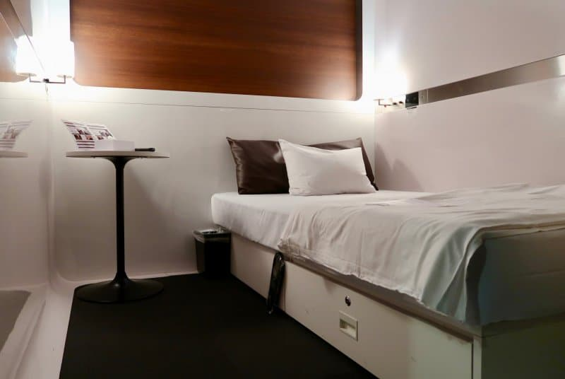 business-cabin-first-cabin-haneda-capsule-hotel