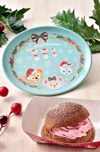 Raspberry Cream Puff Cake with Souvenir Plate ¥880