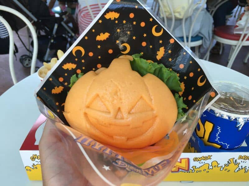 fried-shrimp-pumpkin-burger-tokyo-disneyland-halloween-2016