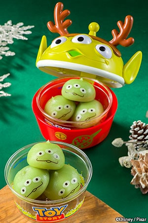 Little Green Aliens Dumplings, with Souvenir Christmas Case ¥880 Without Case ¥ 360 Flavors include Chocolate Cream, Strawberry Cream and Custard Cream Available from the following locations Event Booth (Central Plaza) Sweetheart Cafe Pan Galactic Pizza Port This product is also on sale at the following Tokyo DisneySea locations Mamma Biscotti's Bakery New York Deli