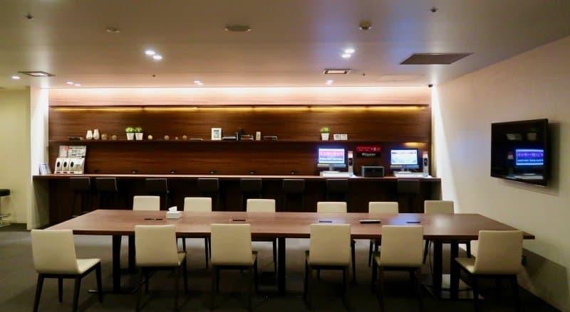 lounge-area-first-cabin-haneda-capsule-hotel