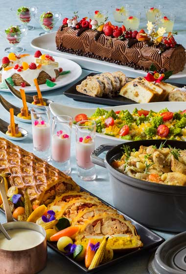 Buffet Lunch Adults ¥4,200 7-12 years ¥2,890 4-6 years ¥1,860 Buffet Dinner Adults ¥5,500 7-12 years ¥3,400 4-6 years ¥2,780 (Please note that Dinner Buffet is from November 1 - December 19) Special Dinner Buffet Adults ¥6,690 7-12 years ¥4,430 4-6 years ¥3,390 (Available December 20-25