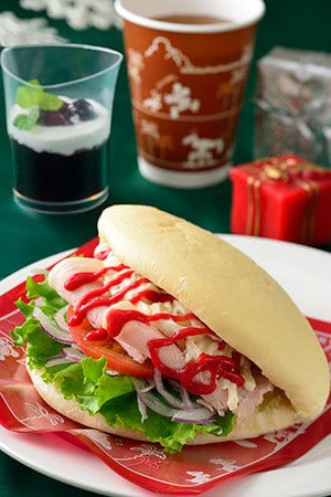 Sweetheart Cafe Christmas Special Set with Souvenir Lunch Case ¥1,860 Meal Only ¥990 Set Includes Ham and Potato Salad Sandwich with Raspberry Sauce Grape Jelly Soft Drink Available from Sweetheart Cafe