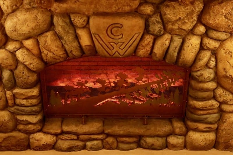 camp-woodchuck-kitchen-tokyo-disneyland-fireplace