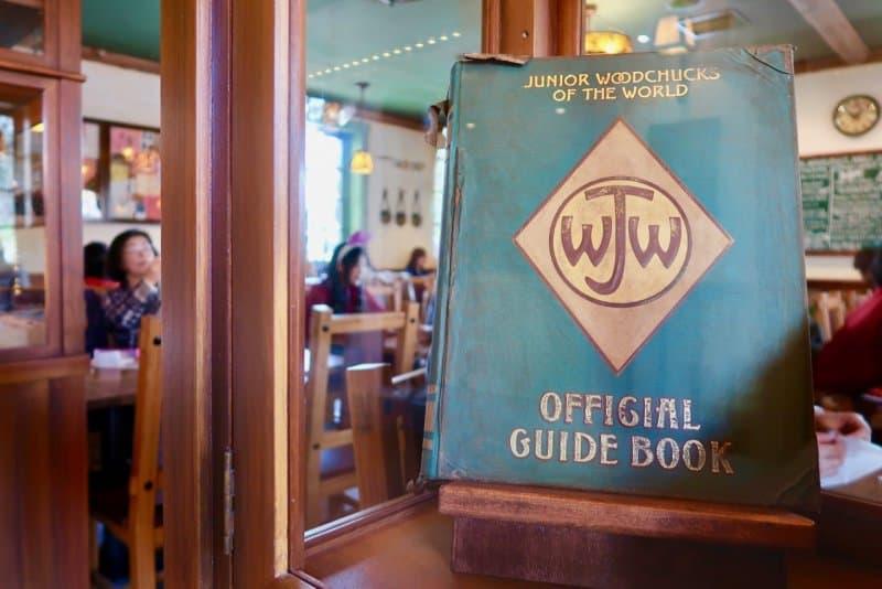 camp-woodchuck-kitchen-tokyo-disneyland-guide-book