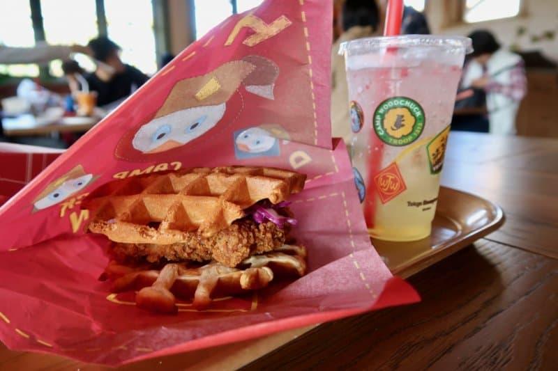 chicken-waffle-camp-woodchuck-kitchen-tokyo-disneyland