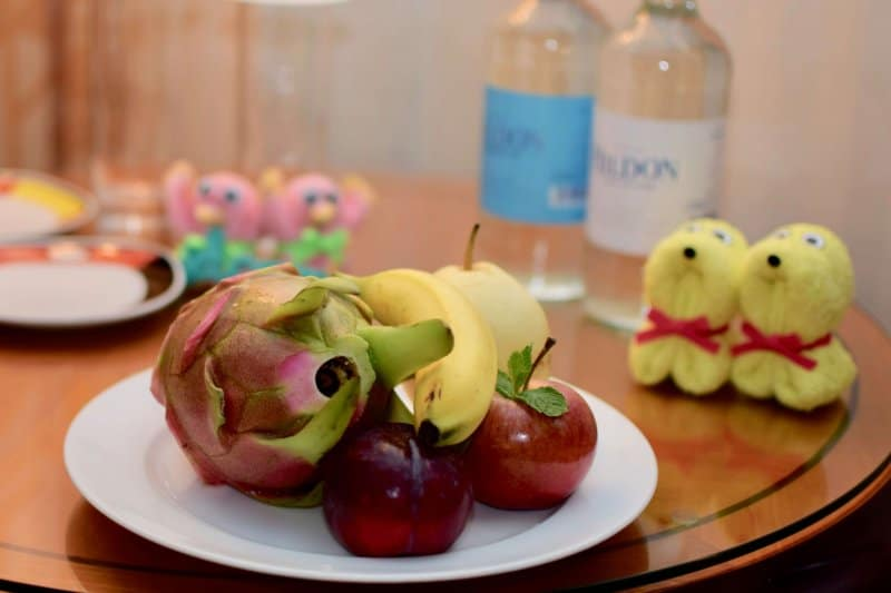fruit-and-water-complimentary-gift-at-disney-hollywood-hotel-1