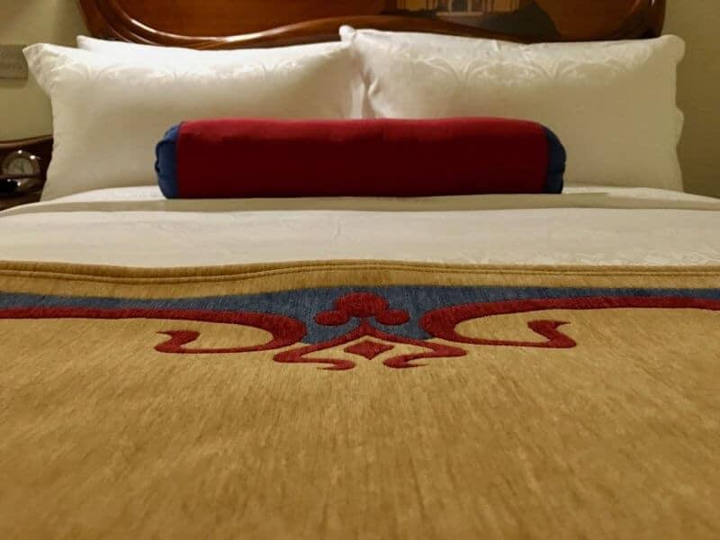 Shanghai Disneyland Hotel Bedding Mickey