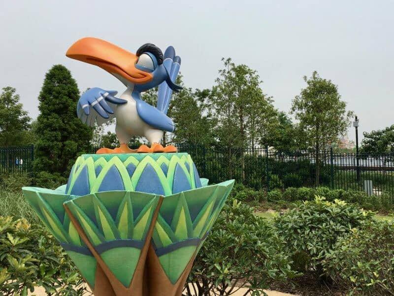 Shanghai Disneyland Hotel Hakuna Matata Oasis Zazu Statue