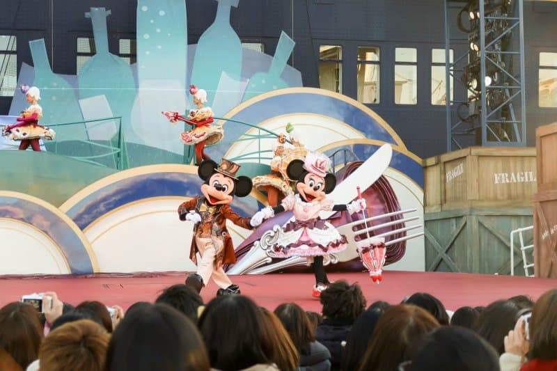 A Table is Waiting Tokyo DisneySea Mickey and Minnie Dancing