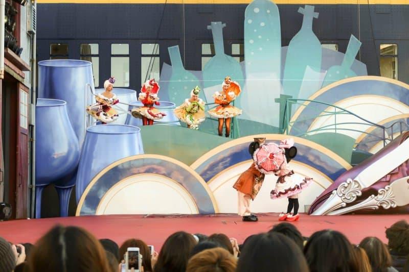 A Table is Waiting Tokyo DisneySea Mickey and Minnie Kiss