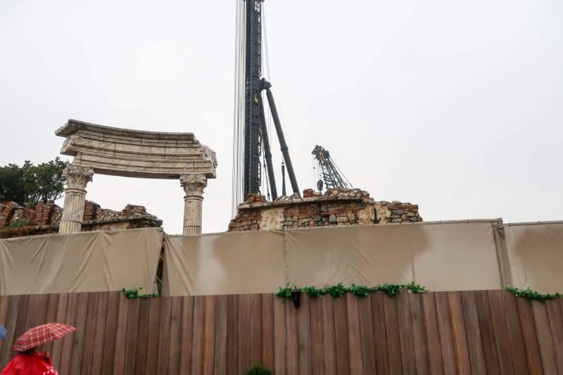 Soarin Construction Tokyo DisneySea Crane Close