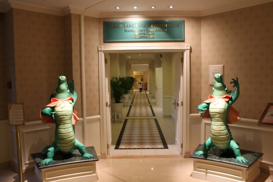 Disneyland paris hotel pool health club tdr explorer - Explorer hotel paris swimming pool ...