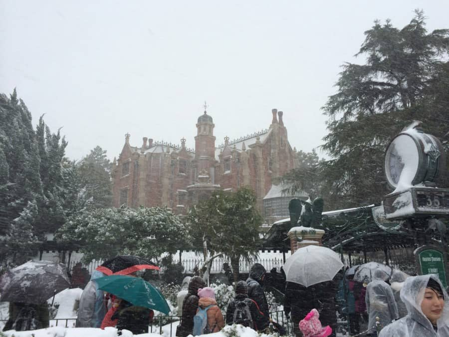 Haunted Mansion Covered In Snow Tdr Explorer