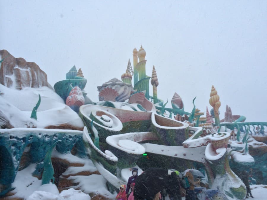 Mermaid Lagoon In Tokyo Disneysea Covered In Snow Tdr