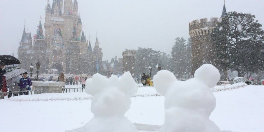 99 Photos of Tokyo Disneyland & Tokyo DisneySea Covered in Snow