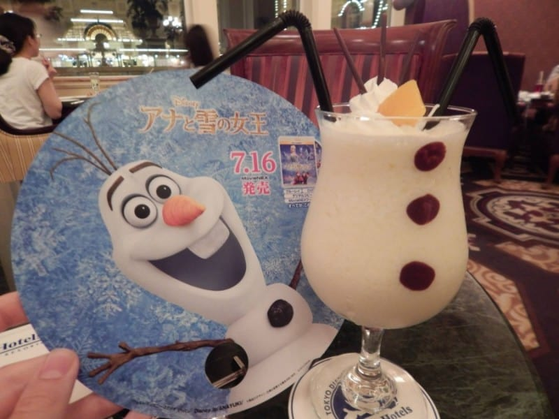 Olaf Cocktail at the Dreamer's Lounge