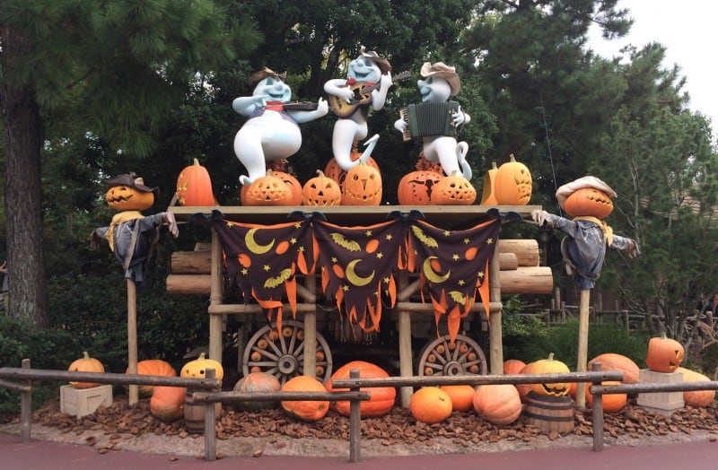 Decorations in Tokyo Disneyland for Halloween