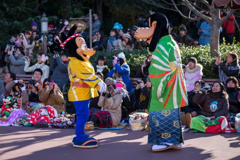 Max and Goofy Tokyo Disneyland New Years Greeting 2015 Duy Phan Photography