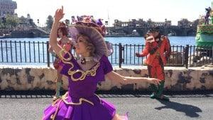 Fashionable Easter at Tokyo DisneySea American Waterfront Female Dancer Upclose