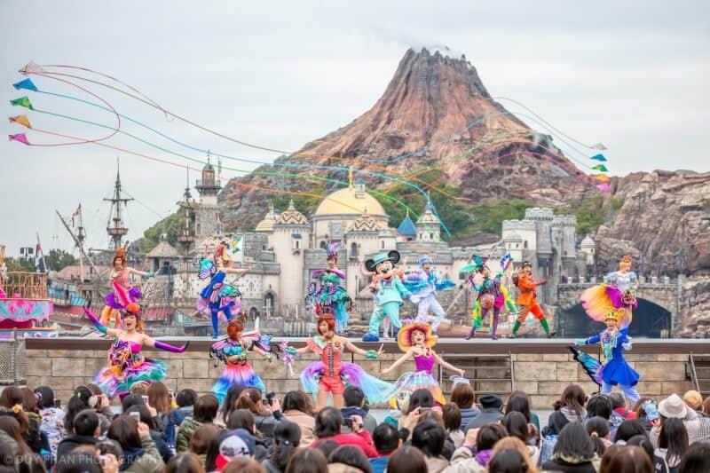 Fashionable Easter Tokyo DisneySea Kites During Finale
